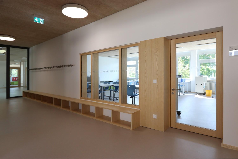 Hilzingen-Schule-Flur-Fenster
