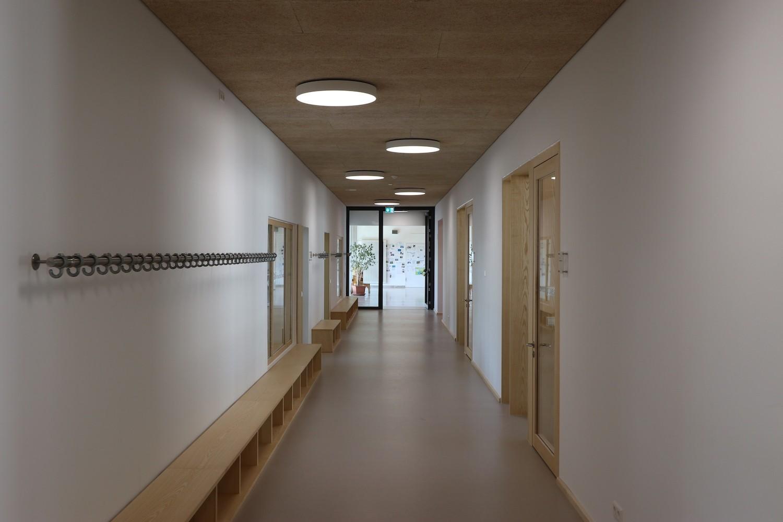 Hilzingen-Schule-Flur-kurz