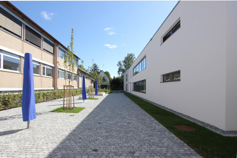 Hilzingen-Schule-Innenhof-gesamt-auswaerts