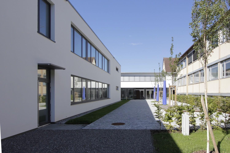 Hilzingen-Schule-Innenhof-kurz
